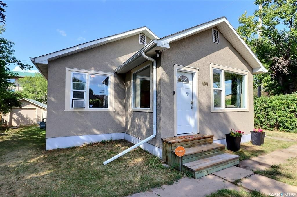 Main Photo: 400 12th Street West in Prince Albert: Cathedral PA Residential for sale : MLS®# SK865437