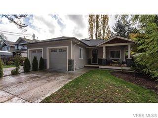 Photo 2: 2566 Selwyn Rd in VICTORIA: La Mill Hill Half Duplex for sale (Langford)  : MLS®# 744883