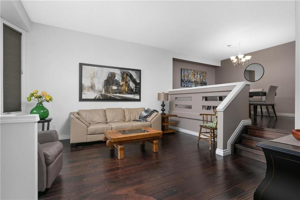 Photo 4: Photos: 1115 Waterford Avenue in Winnipeg: West Fort Garry Residential for sale (1Jw)  : MLS®# 202116113