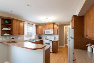 Photo 9: 16 SOMME Way SW in Calgary: Garrison Woods Semi Detached for sale : MLS®# C4232811
