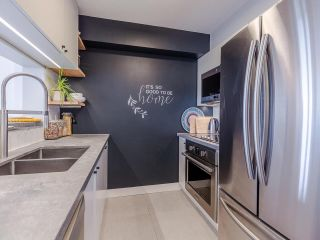 """Photo 6: 1102 5288 MELBOURNE Street in Vancouver: Collingwood VE Condo for sale in """"Emerald Park Place"""" (Vancouver East)  : MLS®# R2572705"""