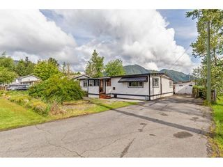 Photo 1: 35281 RIVERSIDE Road in Mission: Durieu Manufactured Home for sale : MLS®# R2582946