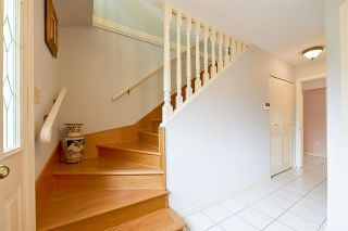 """Photo 3: 1705 142 Street in Surrey: Sunnyside Park Surrey House for sale in """"Ocean Bluff"""" (South Surrey White Rock)  : MLS®# R2165784"""