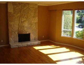 """Photo 5: 8271 OSGOODE Drive in RICHMOND: Saunders House for sale in """"SAUNDERS"""" (Richmond)  : MLS®# V782671"""