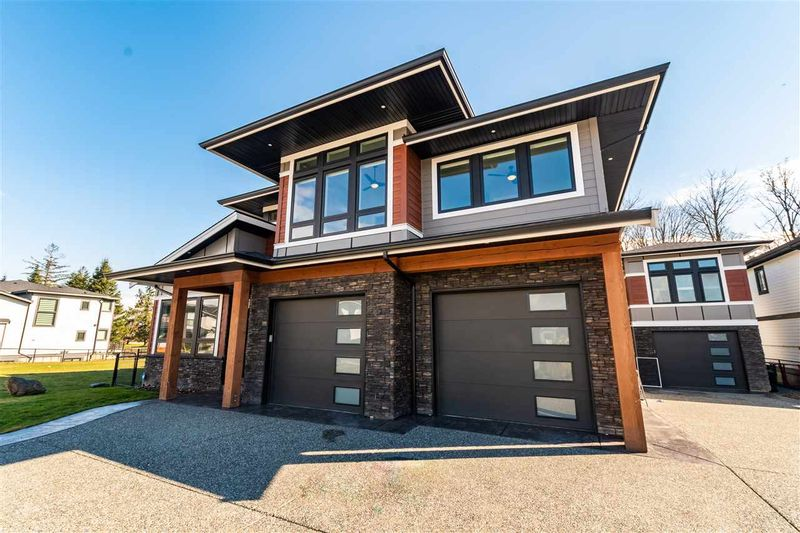 FEATURED LISTING: 6432 FAIRWAY Street Chilliwack