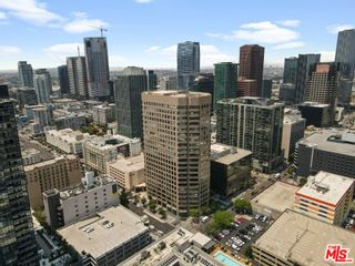 Photo 2: 801 S Grand Avenue Unit 1311 in Los Angeles: Residential for sale (C42 - Downtown L.A.)  : MLS®# 21762892