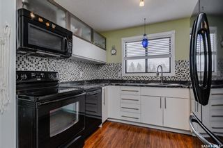 Photo 3: 402 1435 Embassy Drive in Saskatoon: Holiday Park Residential for sale : MLS®# SK850886