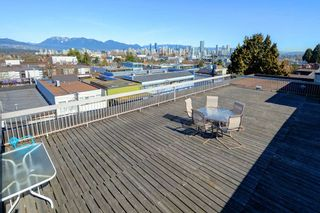 "Photo 14: 209 2080 MAPLE Street in Vancouver: Kitsilano Condo for sale in ""Maple Manor"" (Vancouver West)  : MLS®# R2350057"