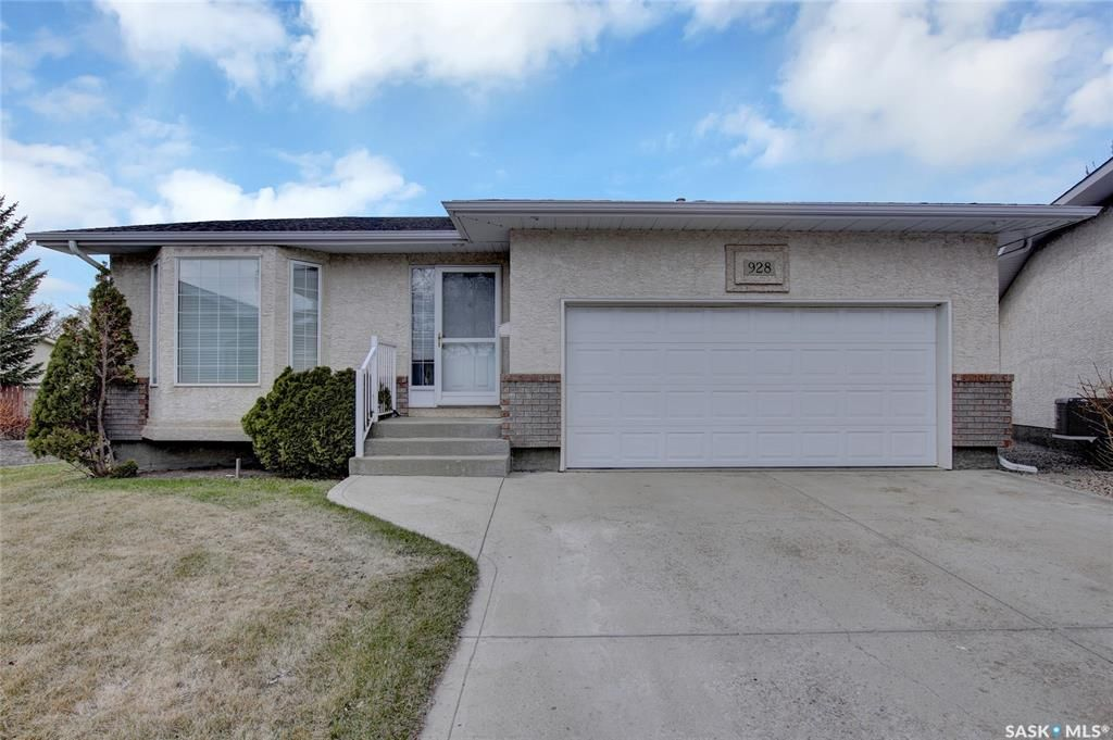 Main Photo: 928 Somerset Lane North in Regina: McCarthy Park Residential for sale : MLS®# SK852078