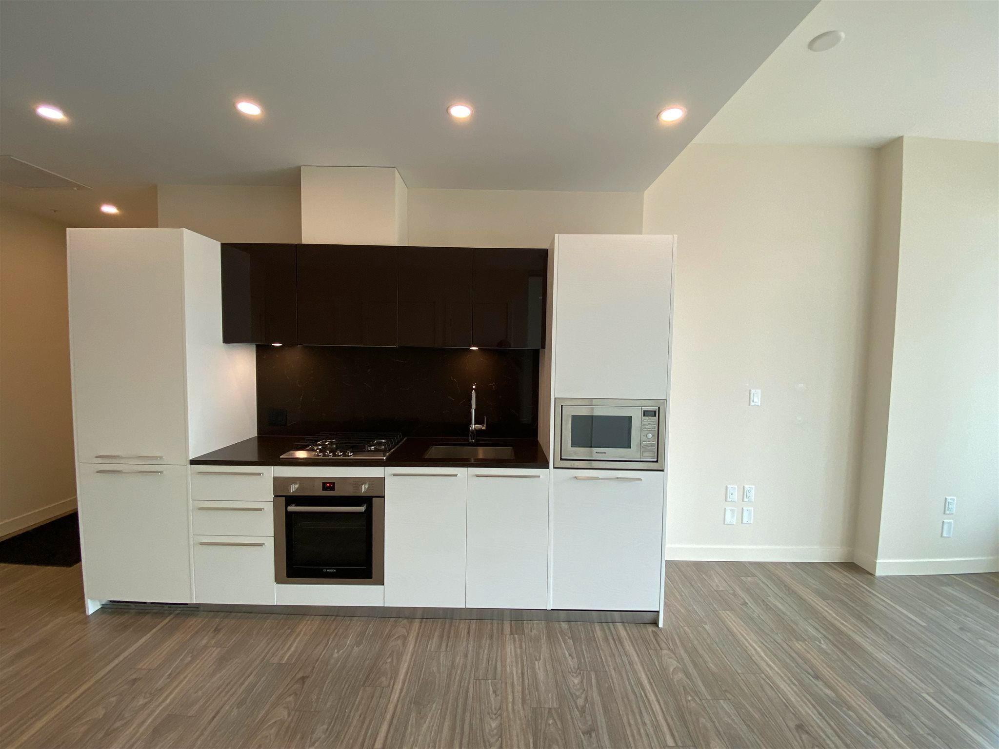 """Photo 5: Photos: 308 6288 CASSIE Avenue in Burnaby: Metrotown Condo for sale in """"GOLD HOUSE SOUTH TOWER"""" (Burnaby South)  : MLS®# R2606367"""