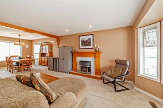 """Photo 2: 33553 KNIGHT Avenue in Mission: Mission BC House for sale in """"Hillside/Forbes"""" : MLS®# R2352196"""