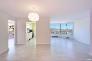 """Photo 3: 700 328 CLARKSON Street in New Westminster: Downtown NW Condo for sale in """"HIGHOURNE TOWER"""" : MLS®# R2544152"""