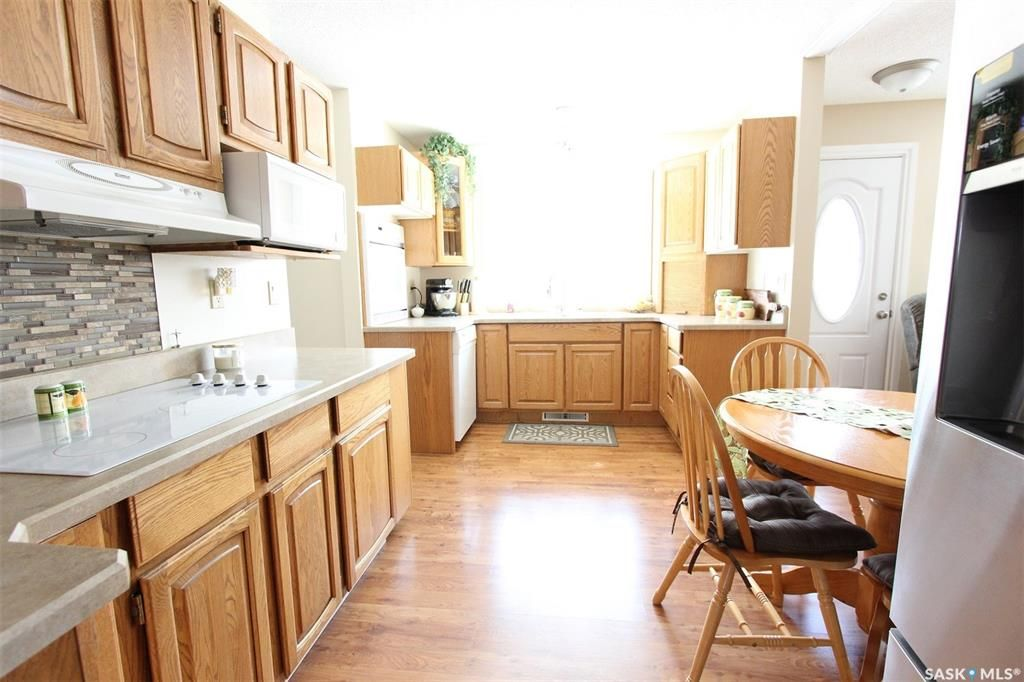 Photo 5: Photos: 1212 Cook Drive in Prince Albert: Crescent Heights Residential for sale : MLS®# SK806050
