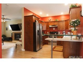 Photo 2: 639 Treanor Ave in VICTORIA: La Thetis Heights House for sale (Langford)  : MLS®# 671823