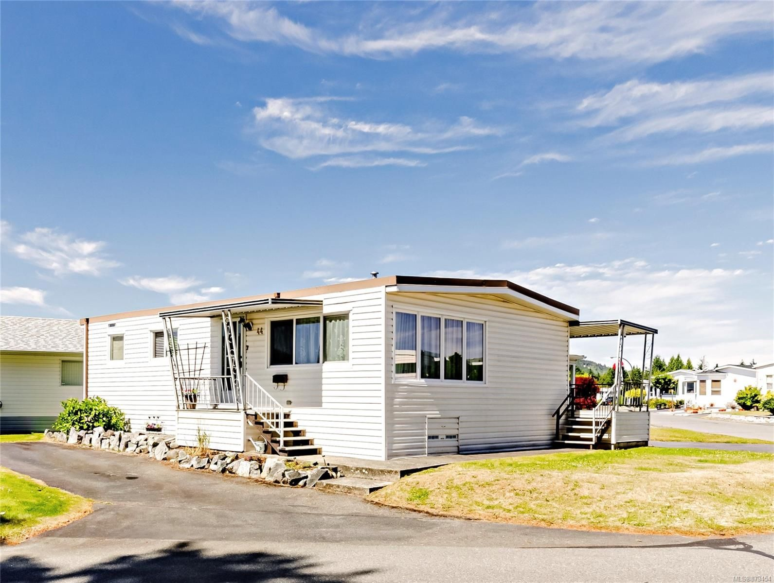 Main Photo: 44 6325 Metral Dr in Nanaimo: Na Pleasant Valley Manufactured Home for sale : MLS®# 879454