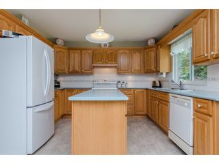 Photo 11: 21093 43 Avenue in Langley: Brookswood Langley House for sale : MLS®# R2088477