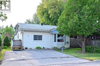 Main Photo: 4 SHAMROCK CRES in Essa: House for sale : MLS®# N5375662