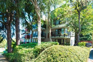 """Photo 2: 406 2142 CAROLINA Street in Vancouver: Mount Pleasant VE Condo for sale in """"WOODDALE"""" (Vancouver East)  : MLS®# R2601295"""