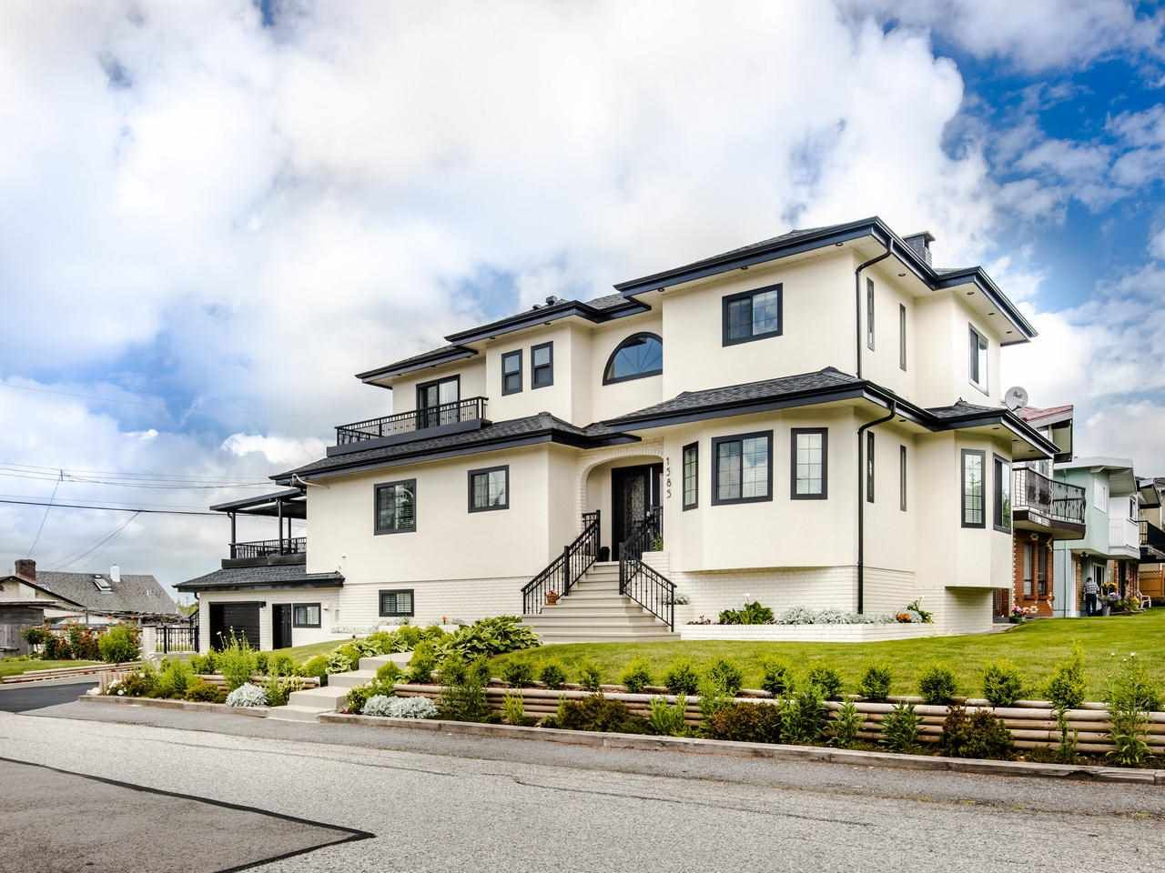 Main Photo: 1585 E 43RD Avenue in Vancouver: Knight House for sale (Vancouver East)  : MLS®# R2462741