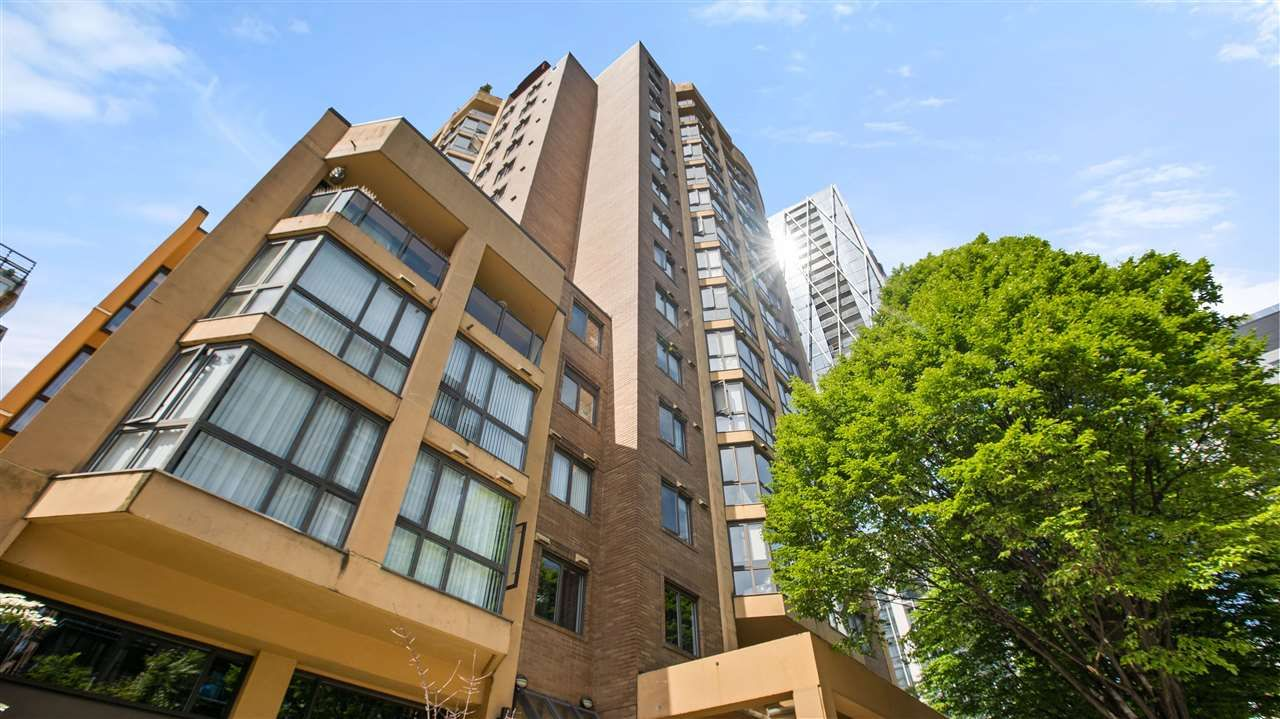 """Main Photo: 902 488 HELMCKEN Street in Vancouver: Yaletown Condo for sale in """"Robison Tower"""" (Vancouver West)  : MLS®# R2580048"""