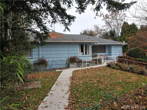 Main Photo: 3821 Synod Rd in VICTORIA: SE Cedar Hill House for sale (Saanich East)  : MLS®# 655505