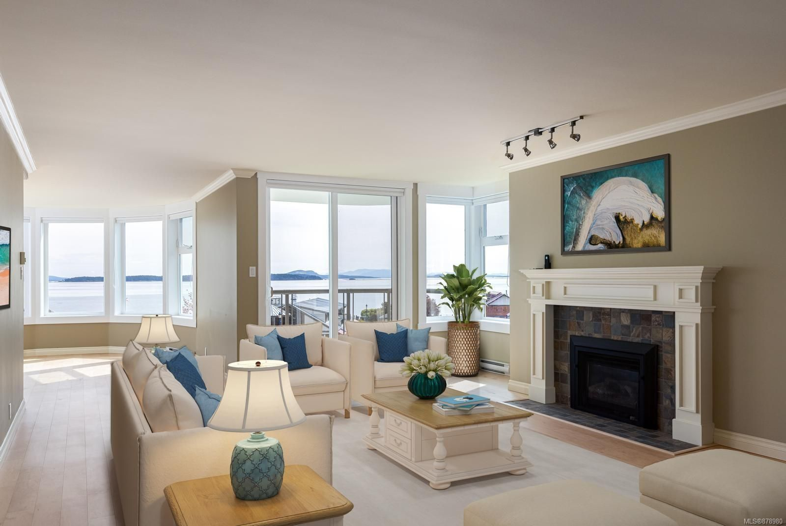 Main Photo: 3C 9851 Second St in : Si Sidney North-East Condo for sale (Sidney)  : MLS®# 878980