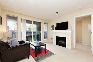 """Photo 2: 207 3082 DAYANEE SPRINGS BOULEVARD Boulevard in Coquitlam: Westwood Plateau Condo for sale in """"The Lanterns"""" : MLS®# R2443838"""