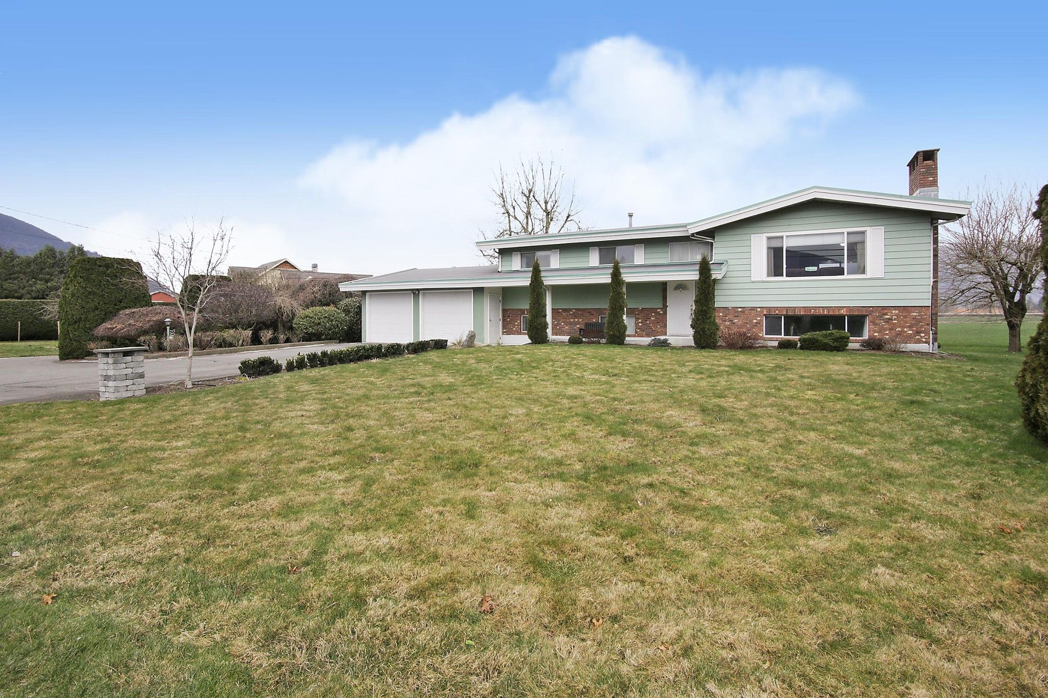 Main Photo: 42505 YALE Road in Chilliwack: Greendale Chilliwack House for sale (Sardis)  : MLS®# R2537135