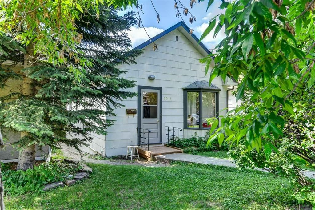Main Photo: 2311 6 Avenue NW in Calgary: West Hillhurst Detached for sale : MLS®# A1018506