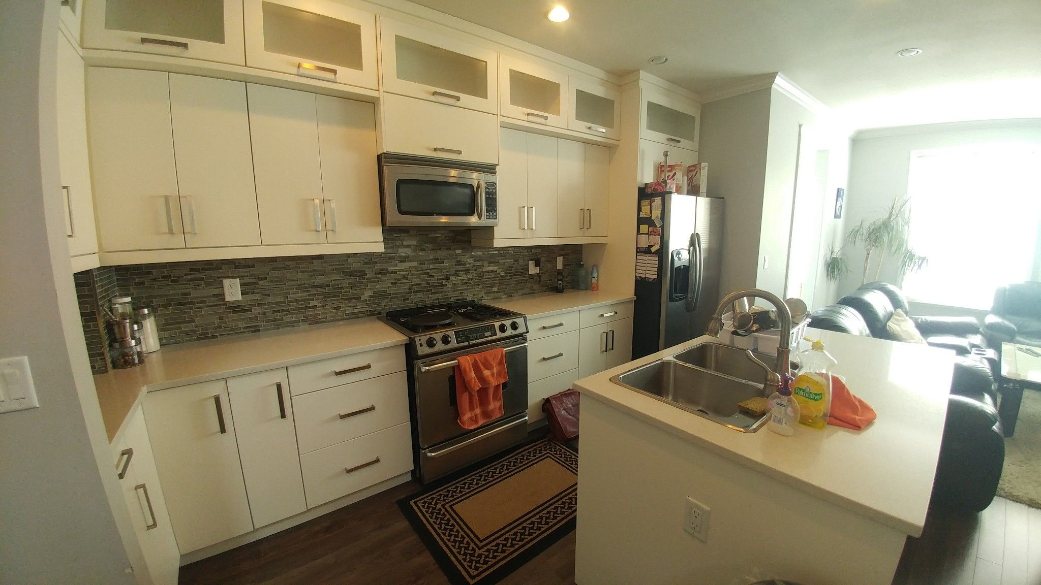 Photo 2: Photos: Upper 7137 190th St. in Surrey: Condo for rent
