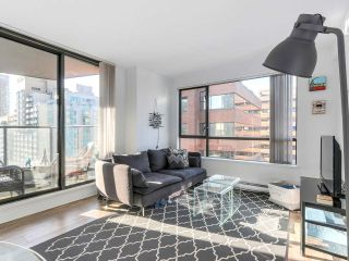 "Photo 2: 1708 1189 HOWE Street in Vancouver: Downtown VW Condo for sale in ""The Genesis"" (Vancouver West)  : MLS®# R2373933"