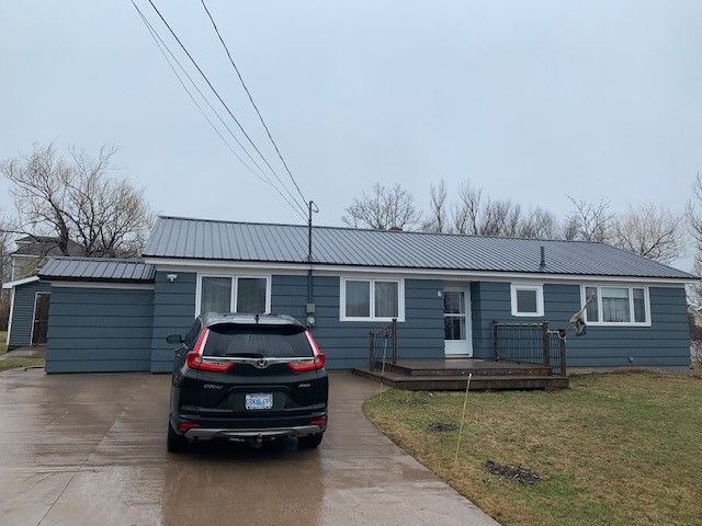 Main Photo: 6 Smith Avenue in Springhill: 102S-South Of Hwy 104, Parrsboro and area Residential for sale (Northern Region)  : MLS®# 202108282