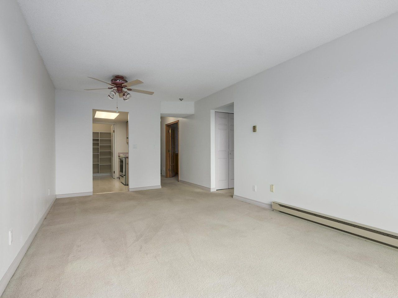 """Photo 8: Photos: 311 1341 GEORGE Street: White Rock Condo for sale in """"OCEANVIEW"""" (South Surrey White Rock)  : MLS®# R2381098"""