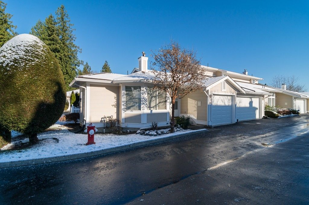 """Main Photo: 48 20761 TELEGRAPH Trail in Langley: Walnut Grove Townhouse for sale in """"WOODBRIDGE"""" : MLS®# F1427779"""