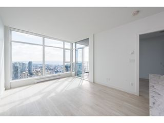 """Photo 4: 5101 4670 ASSEMBLY Way in Burnaby: Metrotown Condo for sale in """"Station Square"""" (Burnaby South)  : MLS®# R2351186"""