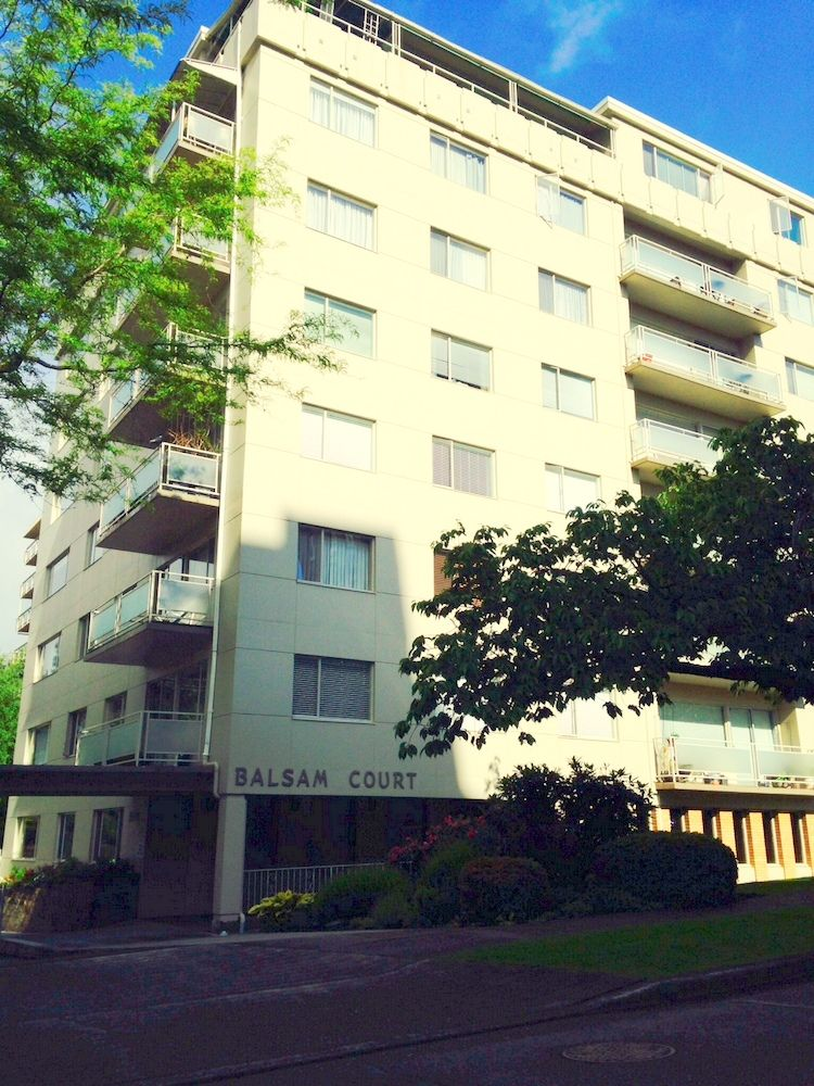 Main Photo: 201 2409 W 43RD Avenue in Vancouver: Kerrisdale Condo for sale (Vancouver West)  : MLS®# V1065047
