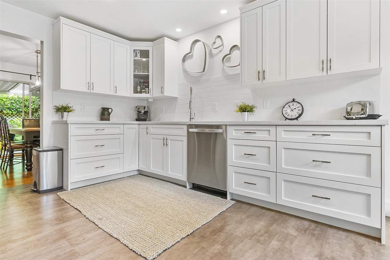 """Main Photo: 9 2803 MARBLE HILL Drive in Abbotsford: Abbotsford East Townhouse for sale in """"Marble Hill Place"""" : MLS®# R2586114"""