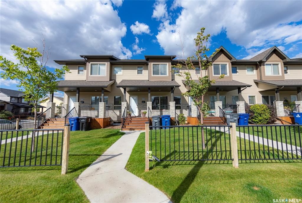 Main Photo: 202 Maningas Bend in Saskatoon: Evergreen Residential for sale : MLS®# SK870482