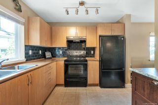 """Photo 3: 15 5839 PANORAMA Drive in Surrey: Sullivan Station Townhouse for sale in """"Forest Gate"""" : MLS®# R2386944"""