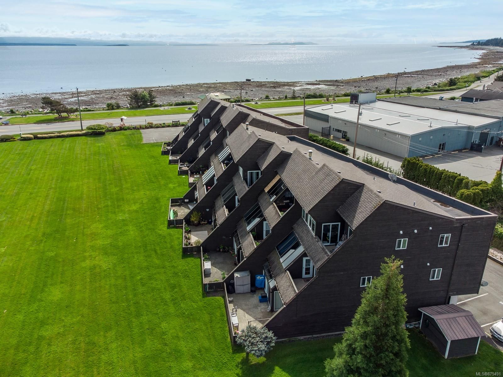 Main Photo: 110 2740 S Island Hwy in : CR Willow Point Condo for sale (Campbell River)  : MLS®# 875491