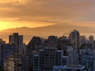 """Photo 3: 3107 1199 SEYMOUR Street in Vancouver: Downtown VW Condo for sale in """"THE BRAVA"""" (Vancouver West)  : MLS®# R2305420"""