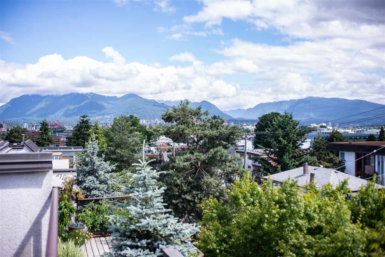"""Main Photo: 402 2222 PRINCE EDWARD Street in Vancouver: Mount Pleasant VE Condo for sale in """"SUNRISE ON THE PARK"""" (Vancouver East)  : MLS®# R2285545"""