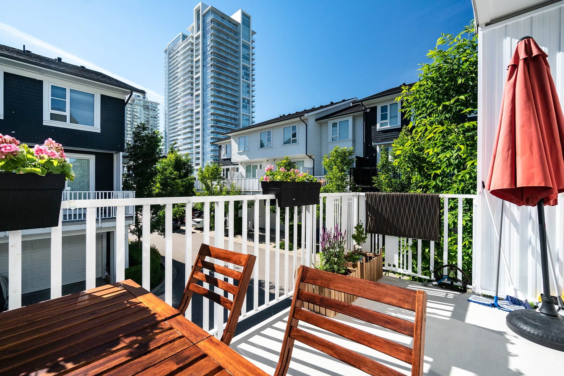 """Photo 21: Photos: 154 548 FOSTER Avenue in Coquitlam: Coquitlam West Townhouse for sale in """"BLACK + WHITE"""" : MLS®# R2587208"""