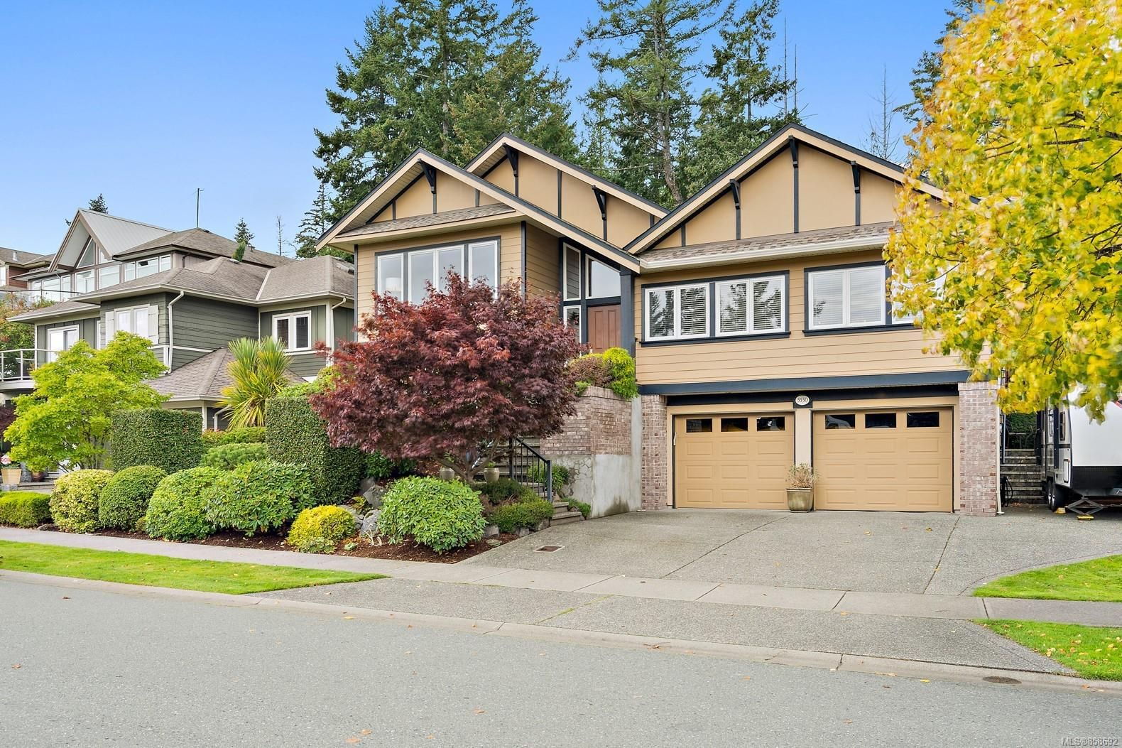 Main Photo: 3530 Promenade Cres in : Co Latoria House for sale (Colwood)  : MLS®# 858692