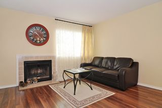 """Photo 3: 112 1210 FALCON Drive in Coquitlam: Upper Eagle Ridge Townhouse for sale in """"FERNLEAF PLACE"""" : MLS®# R2186776"""