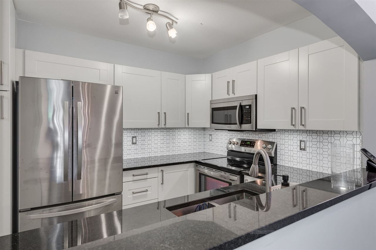 """Photo 8: Photos: 108 3733 NORFOLK Street in Burnaby: Central BN Condo for sale in """"Winchelsea"""" (Burnaby North)  : MLS®# R2400393"""