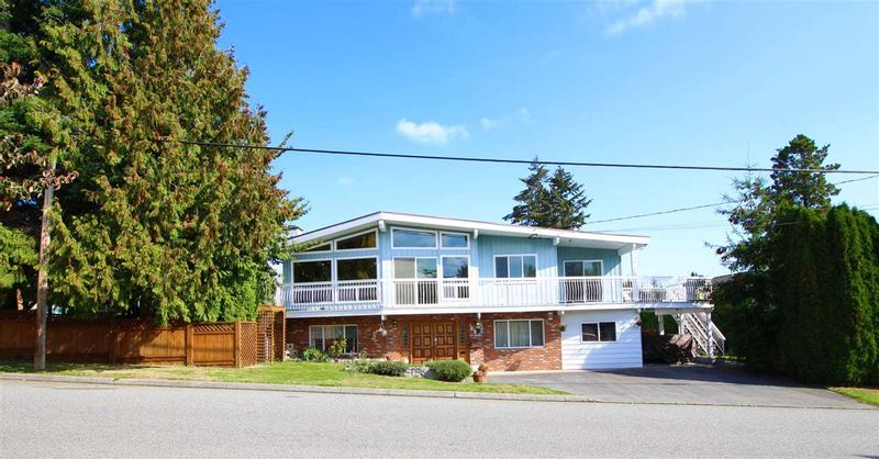 FEATURED LISTING: 887 TWENTY FIRST Street New Westminster