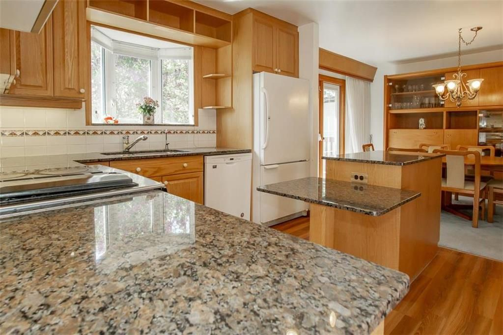 Photo 8: Photos: 128 Sterling Avenue in Winnipeg: Meadowood Residential for sale (2E)  : MLS®# 202011390