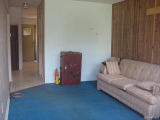 Photo 4: 631 Chalmers Avenue in Winnipeg: East Kildonan Residential for sale (North East Winnipeg)  : MLS®# 1614752