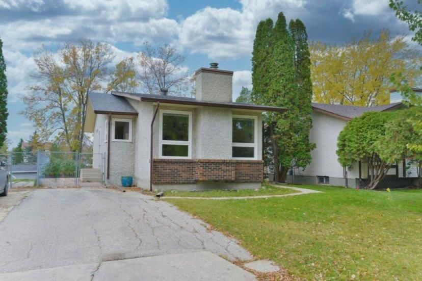 Main Photo: 87 Delorme Bay in Winnipeg: Richmond Lakes Residential for sale (1Q)  : MLS®# 202025630